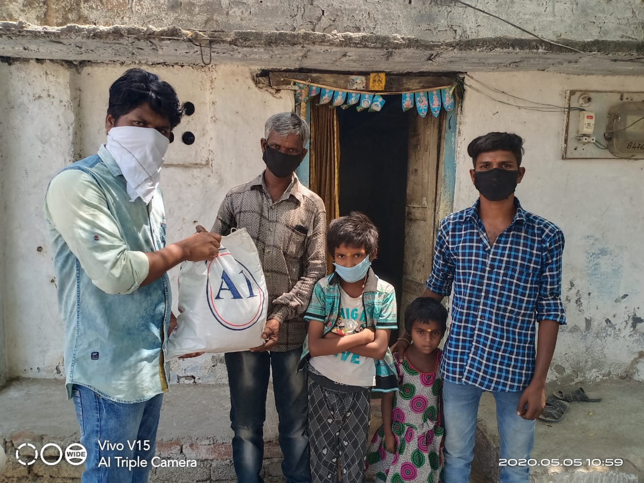 Dry ration distributed in Nizamabad, Telangana